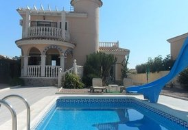 LOVELY DETACHED VILLA y POOL, AIR CON , ENGLISH TV ,W-F ,B B Q.