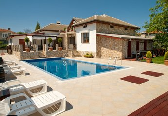 5 bedroom Villa for rent in Banya