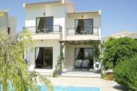 Villa in Cyprus, Pissouri: South-facing garden and pool
