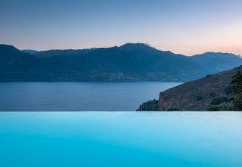 Villa in Greece, Kalyvia: Mani house Ktima Kriviana- Infinity pool