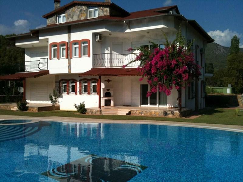 Villa in Turkey, Alanya city centre: Your luxury Dim Cayi Villa, Alanya, Turkey.