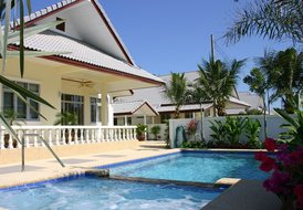 Coconut WHEELCHAIR ACCESSIBLE poolvilla serviced