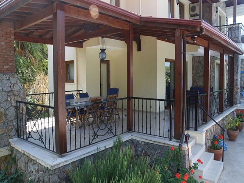 What is the difference between a porch and a veranda a for Lanai deck