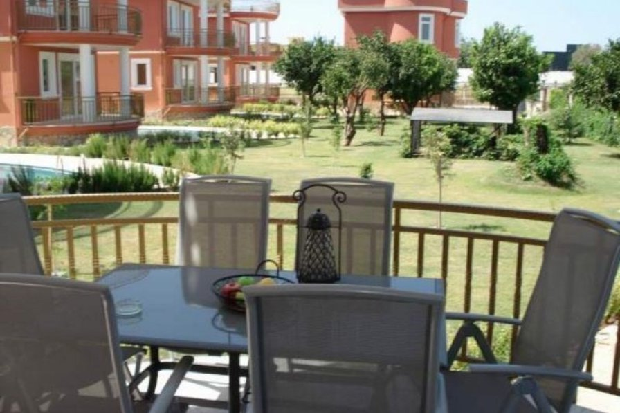 Villa in Turkey, Alanya: Lunch on the balcony...relax with a glass of wine....Alanya, Turkey.