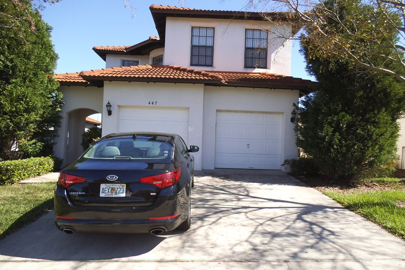 Villa in USA, High Grove: Front elevation - curbside