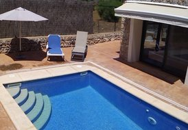 Sunny House with private Pool / Wi-Fi less 300 m to the beach
