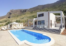 VILLA DANIELA for 5 people with sea view and pool-APRIL PROMOTION