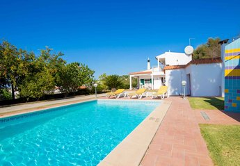 Villa in Portugal, Monte Poço: Welcome to the relaxing all day sunshine of Villa Oliandra.