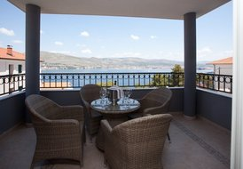 Luxury one-bedroom apartment with terrace and sea view