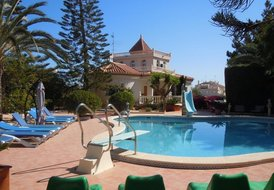 Costa Blanca South - 2 Detached 4 Bed Villa Overlooking Pool