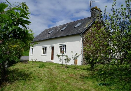 House in Saint-Laurent-de-Cuves, France: La Chalourie