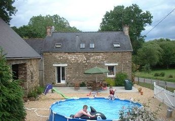 Farm House in France, Josselin: Relax on the spacious patio with BBQ and pool