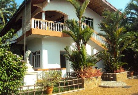 Apartment in Western coast, Sri Lanka: Front view of the villa