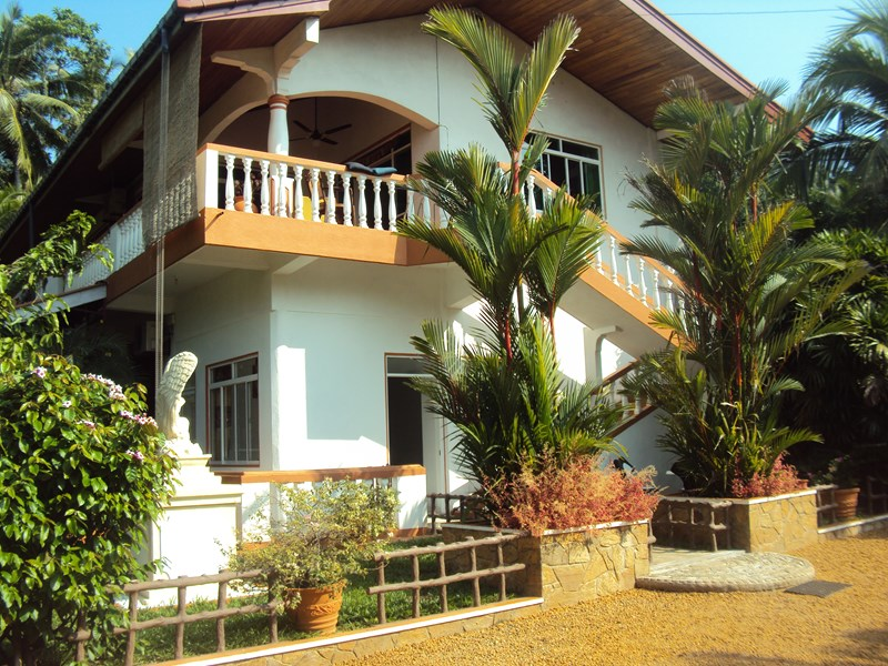 Apartment in Sri Lanka, Western coast: Front view of the villa