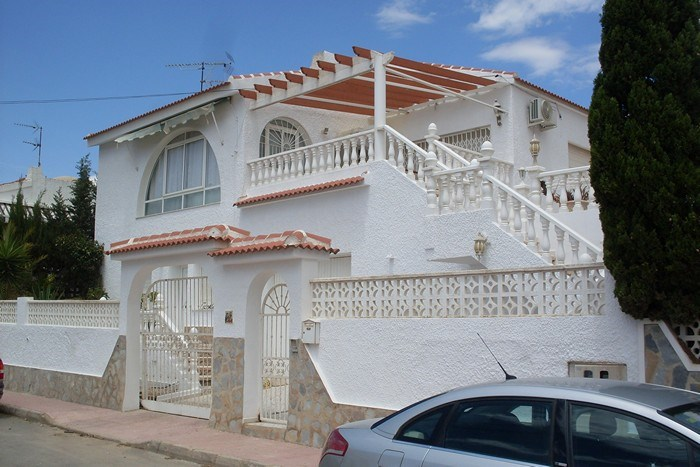 Villa in Spain, Villamartin: Front view of detached villa in Blue Lagoon