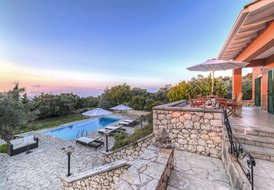 Private Swimming Pool, Amazing View ,Sleeps 6-8, 10min from  best