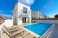 Villa in Cyprus, Pernera: View of the villa and pool