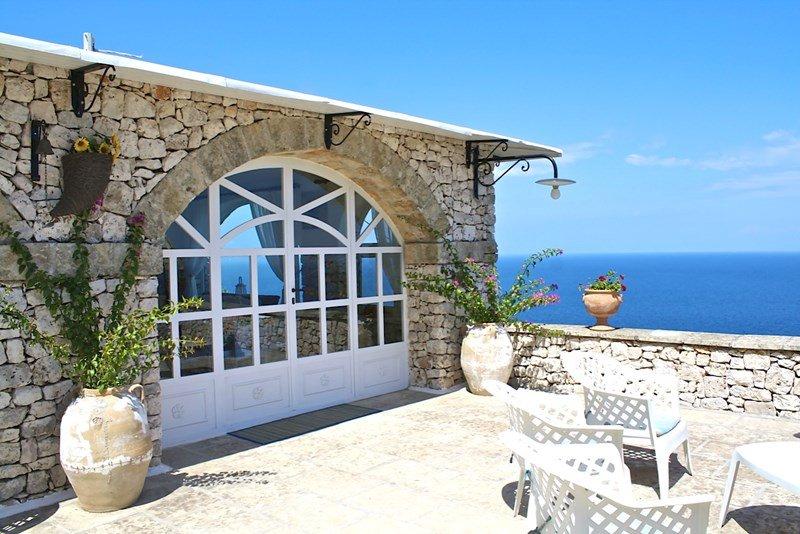 Sea front Villa 3 bedrooms sleeps 8 persons