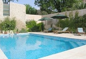 Manoir and Vigneron, private pool, sleeps 6 to 21