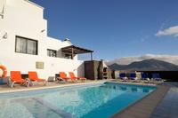 Villa in Spain, Playa Blanca: Rear pool deck