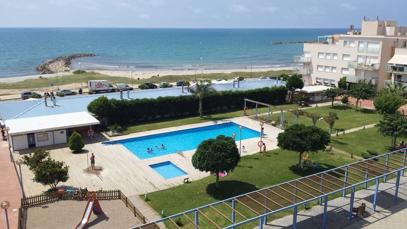 Nice beachfront apartment with swimming-pool
