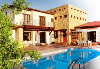 4 bedroom Villa for rent in Pissouri