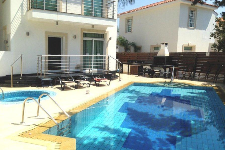 Owners abroad Villa Seabreeze, Protaras. 4 bed detatched villa,