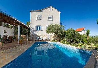 5 bedroom Villa for rent in Supetar