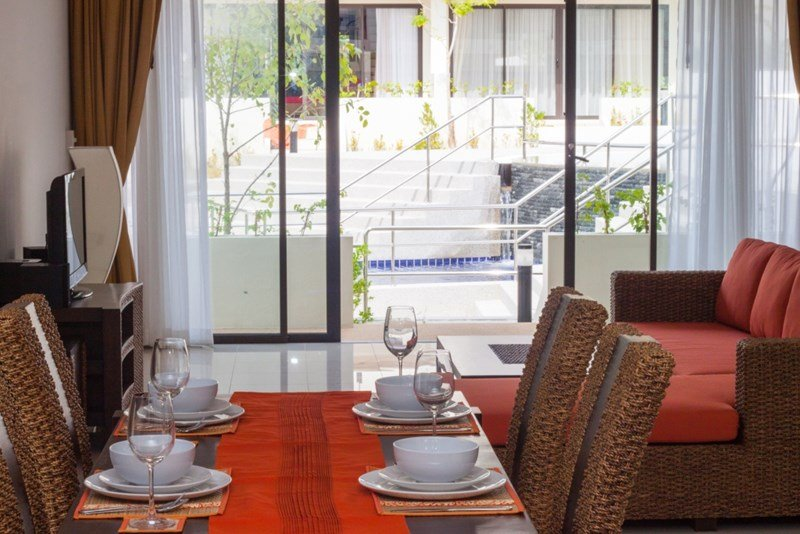 Town house in Thailand, Choeng Mon: Frans's Place dining area to lounge balcony