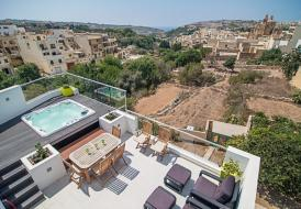 Fully air-conditioned penthouse with terrace, hot tub and views