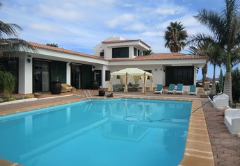 5 bedroom Villa for rent in Arona