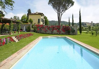 Villa in Italy, Lucca Historical Town: Villa Giustiniani swimming Pool