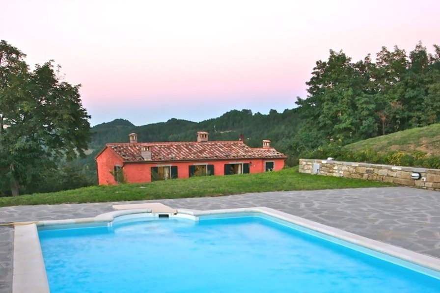 PRIVATE VILLA FOR 6 BETWEEN BOLOGNA AND FIRENZE