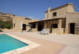 4 Bedroom Villa with Pool - sleeps 8
