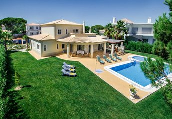 0 bedroom Villa for rent in Quarteira