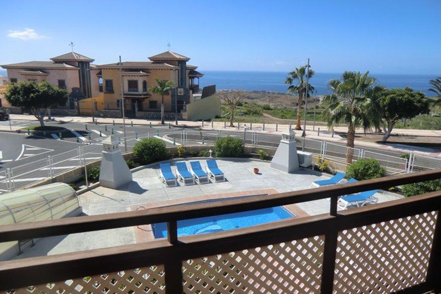 Villa in Spain, Adeje: The fantastic views from the balcony