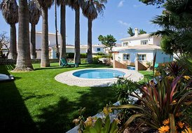 Villa Caravella, lovely 3 bedroom villa just a stroll from beach