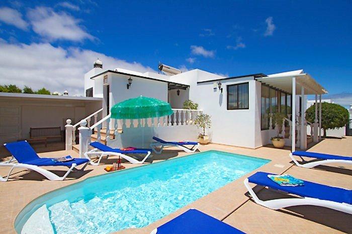 Villa Honey, short walk to amenities at Puerto Del Carman