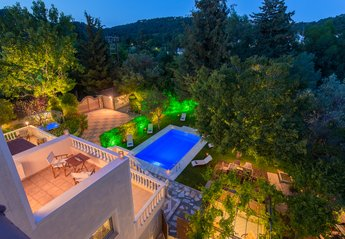 Villa in Greece, Ixia: Night panoramic view from balcony over to breathtaking landscape