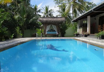 Villa in Sri Lanka, Hikkaduwa: Private villa and pool with easy access to the beach and Hikkaduwa