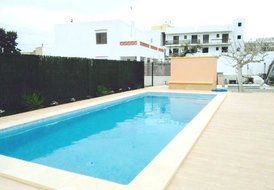 Villa Beso - Walk to San Antonio | Modern | Pool | Wifi