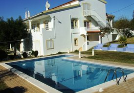 Villa with 9 bedrooms, garden, private pool and tennis court.