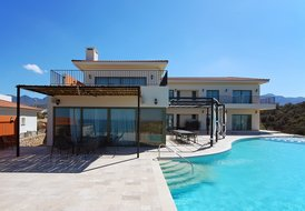 Villa Adam, the ultimate in luxury beach front accommodation