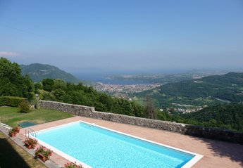 Apartment in Italy, Peracque: Il Palazzo-Pool with views