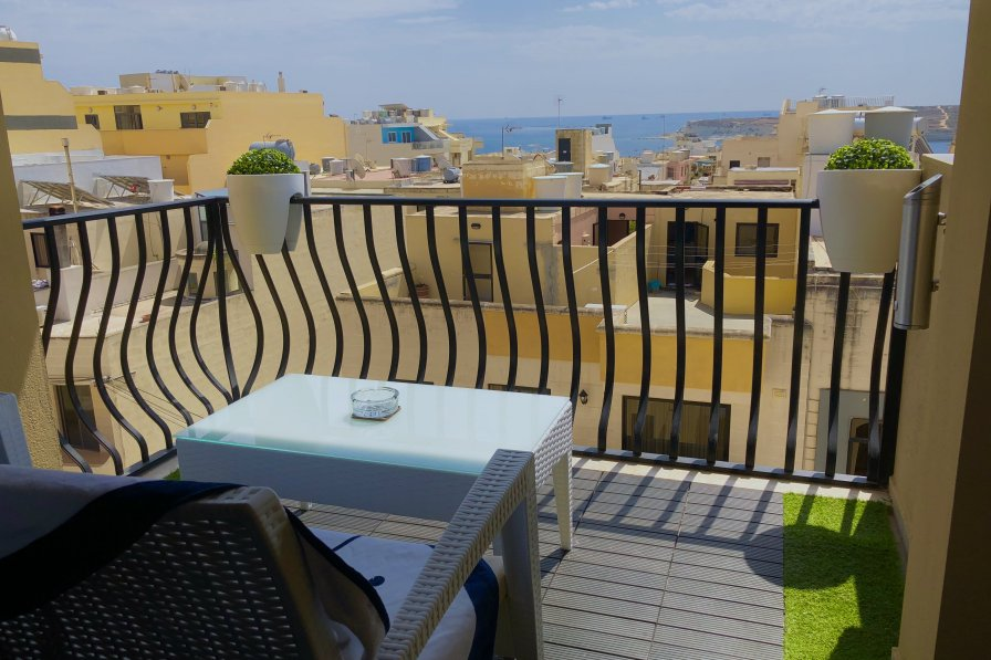 1a. Sea View 2 Bed Apartment close to Beach!