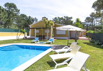 Villa in Portugal, Mucifal