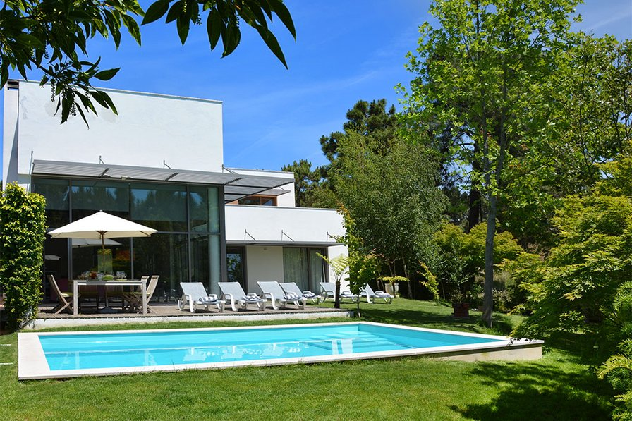 villa to rent in aroeira lisbon portugal with private pool 181735. Black Bedroom Furniture Sets. Home Design Ideas