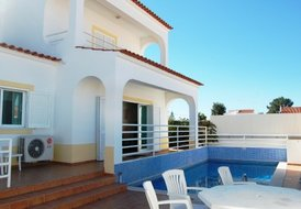 Algarve - 187 m² villa with heated pool and A/C