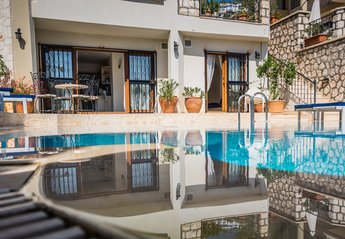 Apartment in Turkey, Kalamar: Apartment and exclusive use of pool. £200 per person per week.