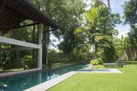 Villa in Sri Lanka, Hikkaduwa: Tropical gardens, lap pool in tranquil setting.